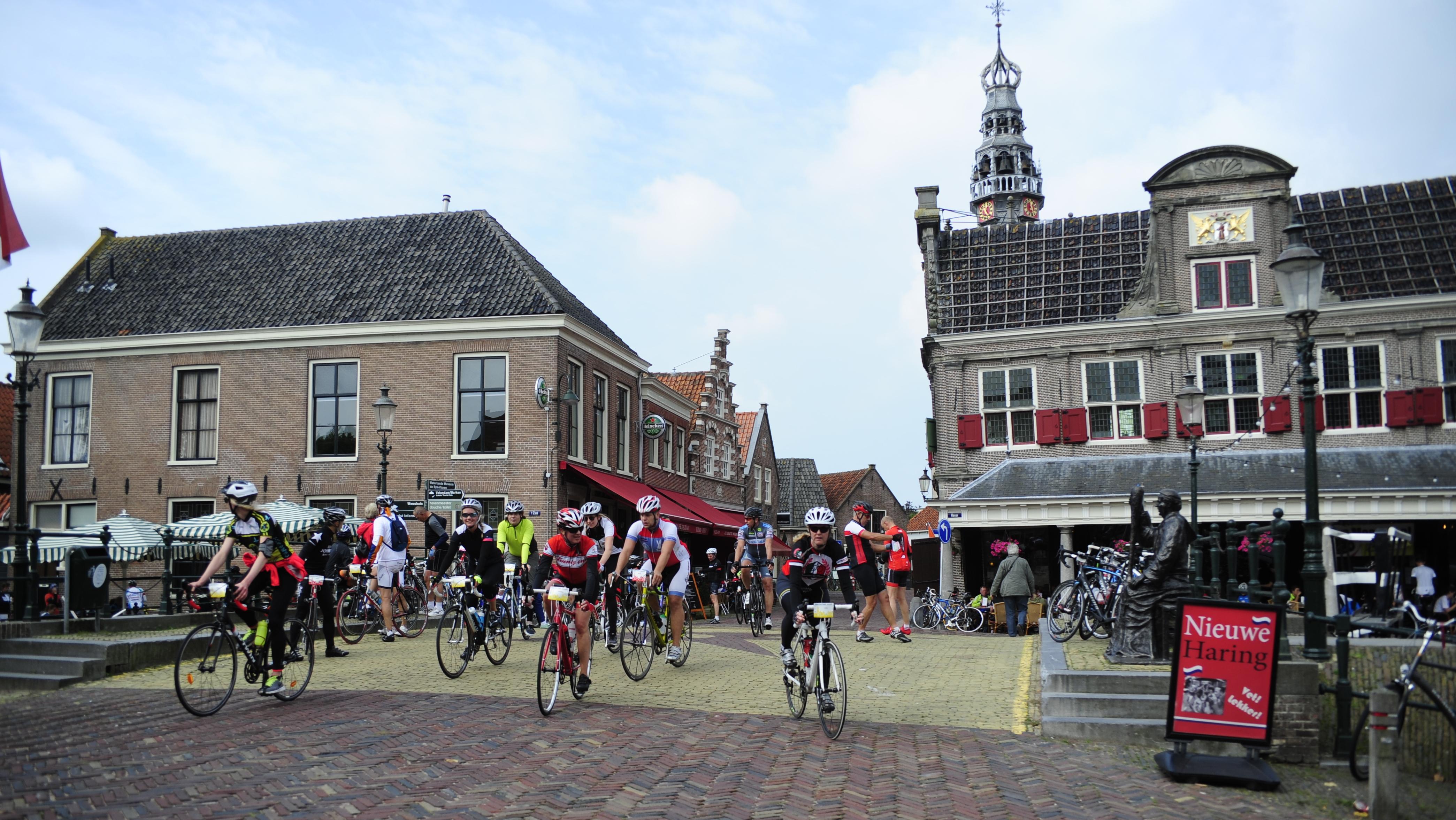 6.000 fietsers ontdekken de 'dammen' in Noord-Holland