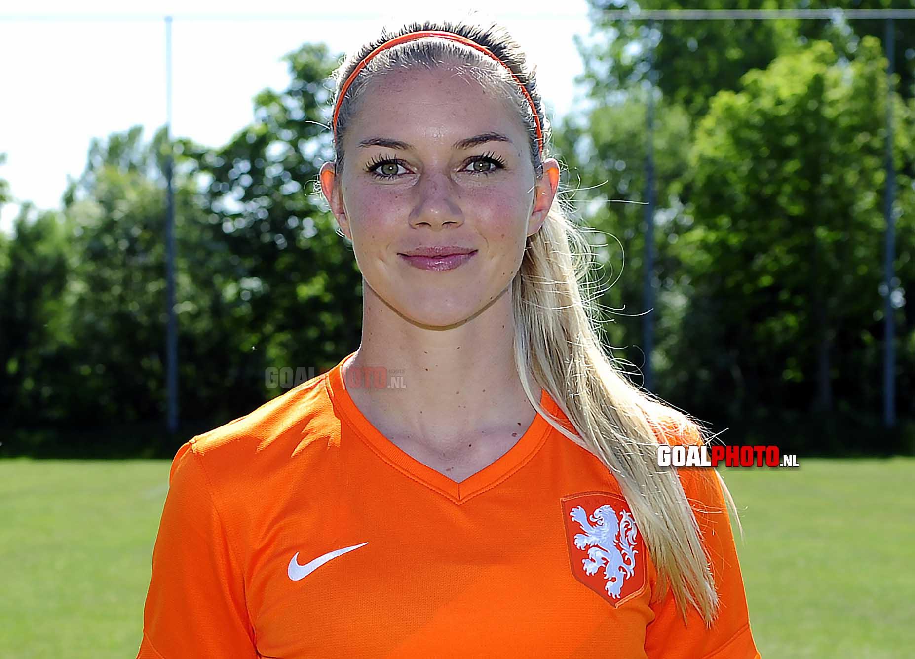 Anouk Hoogendijk ambassadrice Welpenvoetbal