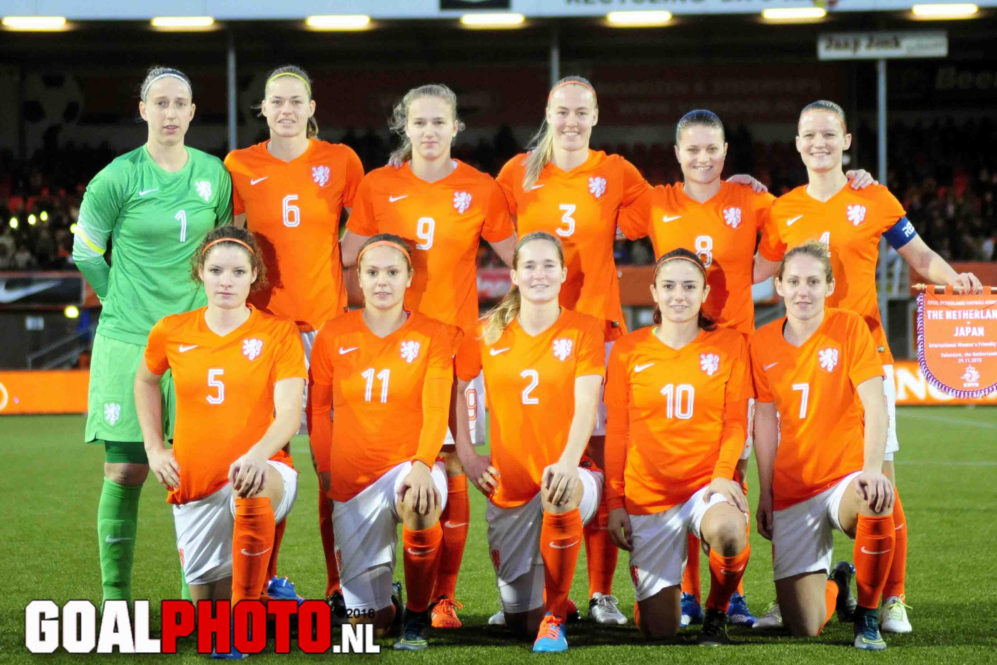 Van der Laan selecteert 25 speelsters voor duels met Denemarken