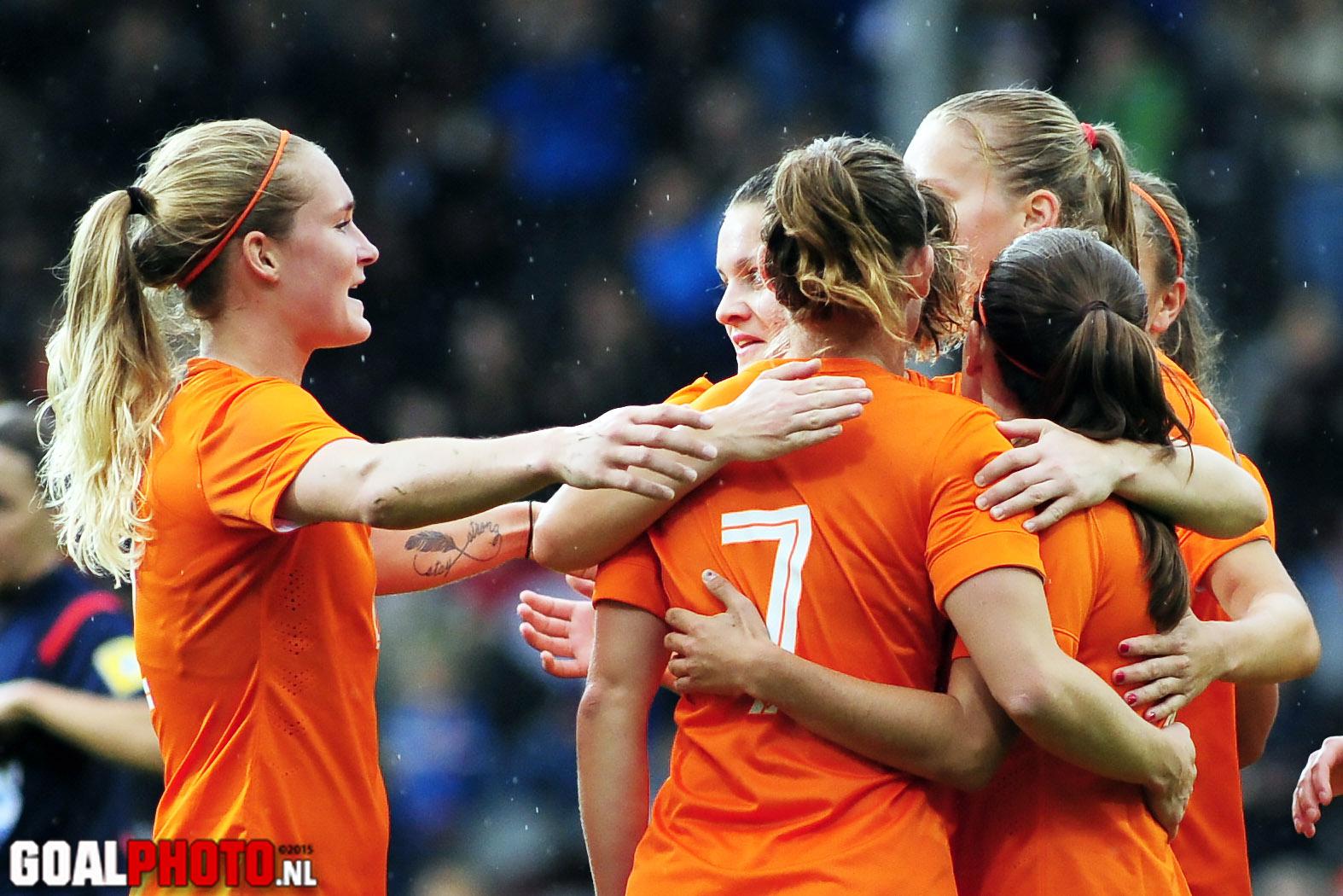 Oranjevrouwen spelen in Turkije twee keer tegen Denemarken