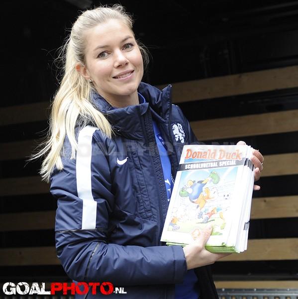 Start schoolvoetbal met Anouk Hoogendijk