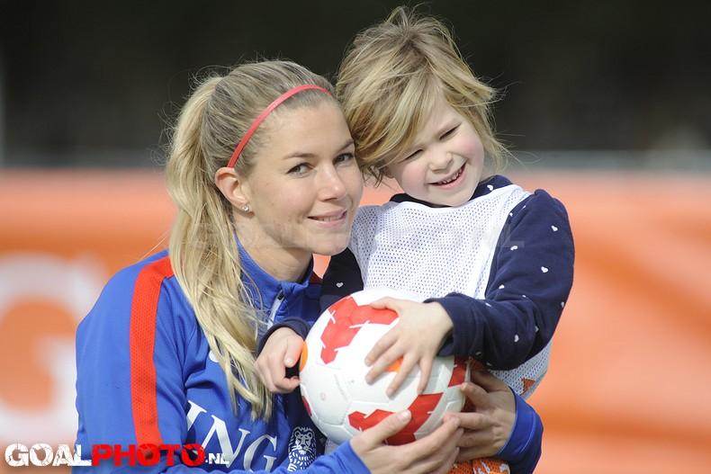 Clinic Welpenvoetbal met Anouk Hoogendijk