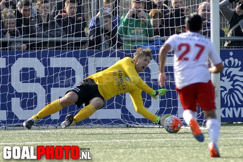 Van der Sar stopt strafschop bij vv Noordwijk