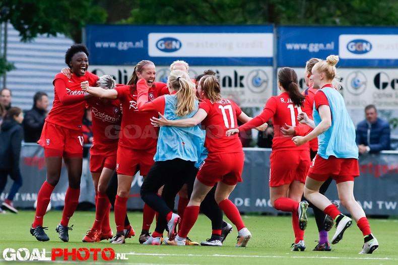 Twente klopt Ajax en neemt leiding over