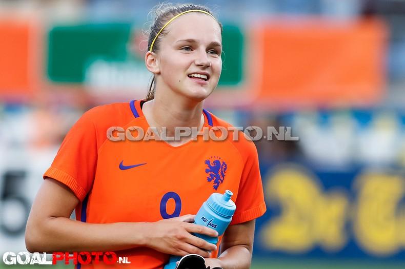 Fraaie goals Miedema bezorgen Oranje winst op Zuid-Afrika