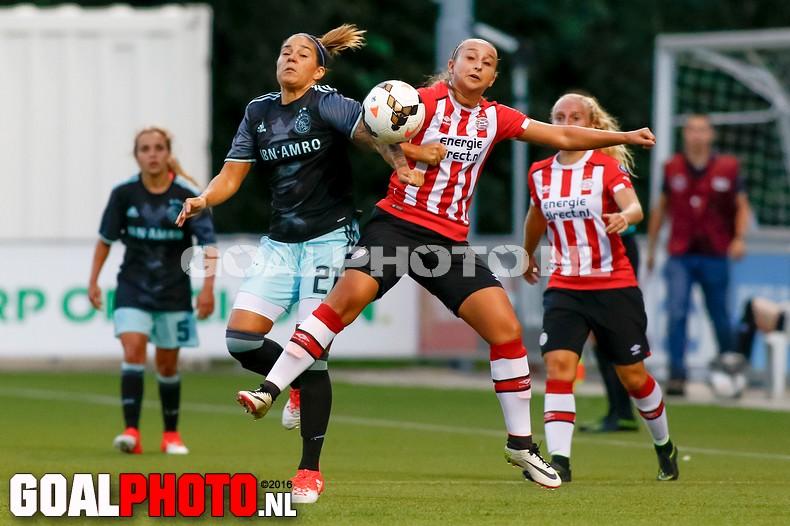 Vrouwen Ajax winnen topper bij PSV