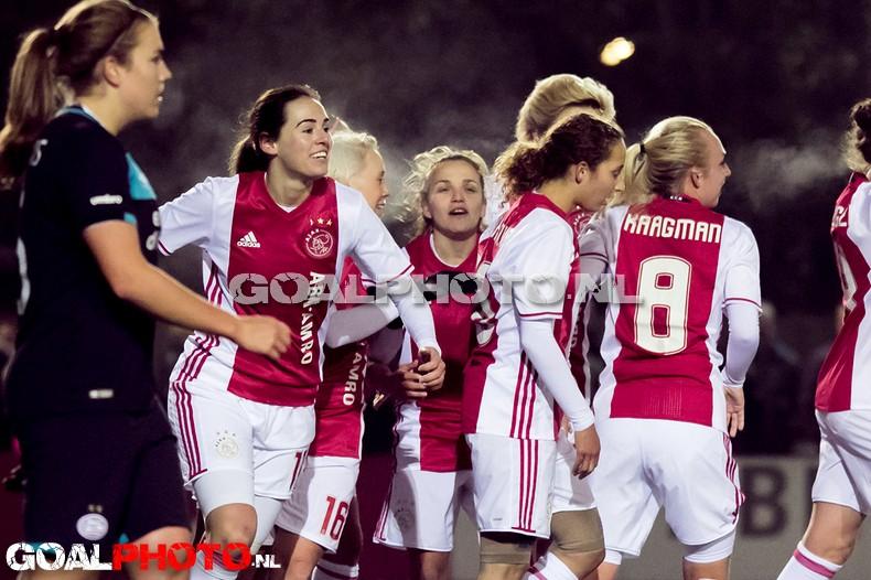 Voetbalsters Ajax ook de baas over PSV
