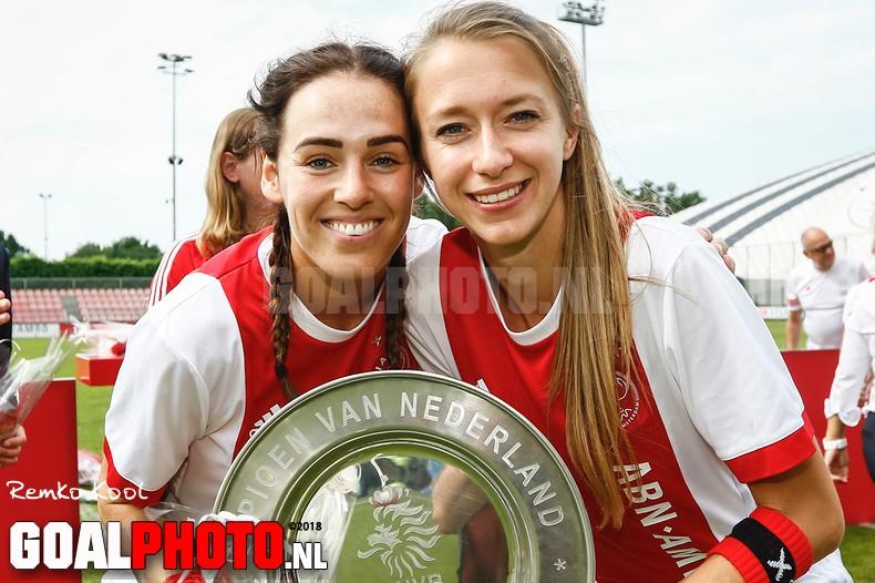 Ajax Vrouwen sluiten af met gelijkspel tegen PSV
