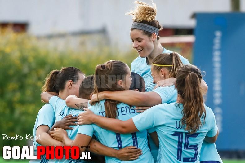 Ruime zege in Noord-Ierland houdt Oranjevrouwen op WK-koers