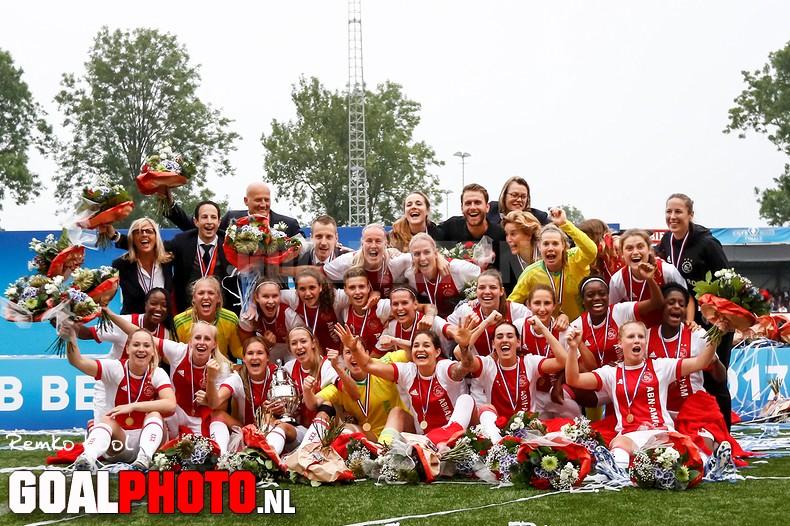 Na titel ook KNVB-beker voor Ajax-vrouwen