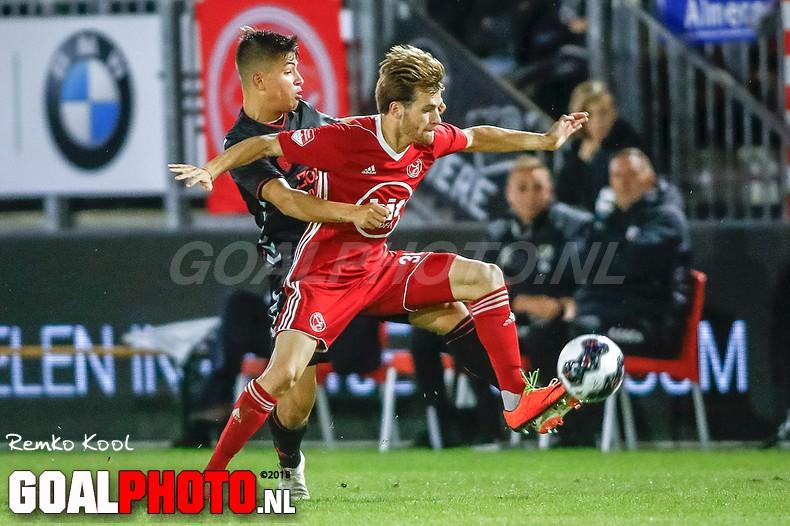 Almere City wint van Jong FC Utrecht