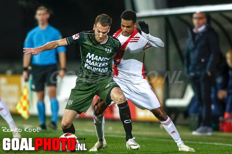 Jong Ajax wint met tien man van RKC