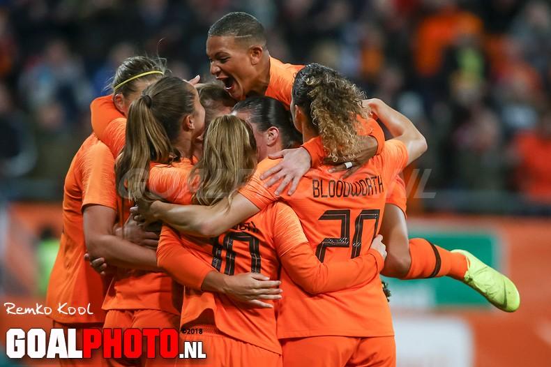 Oranje zet grote stap richting WK met klinkende zege op Zwitserland