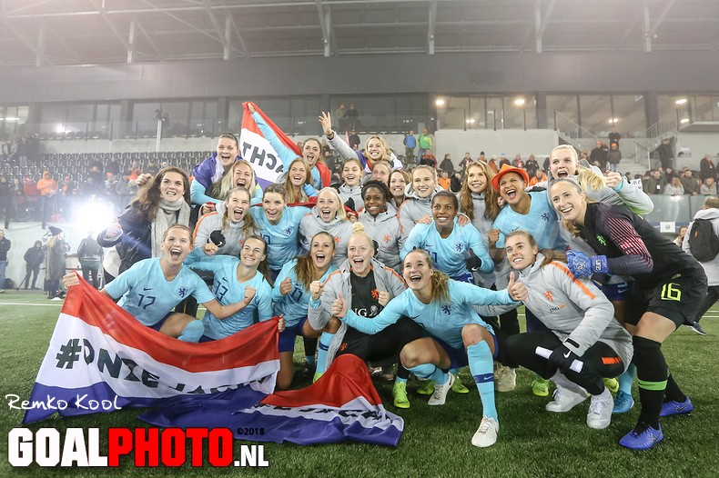Oranjevrouwen plaatsen zich ten koste van Zwitserland voor WK