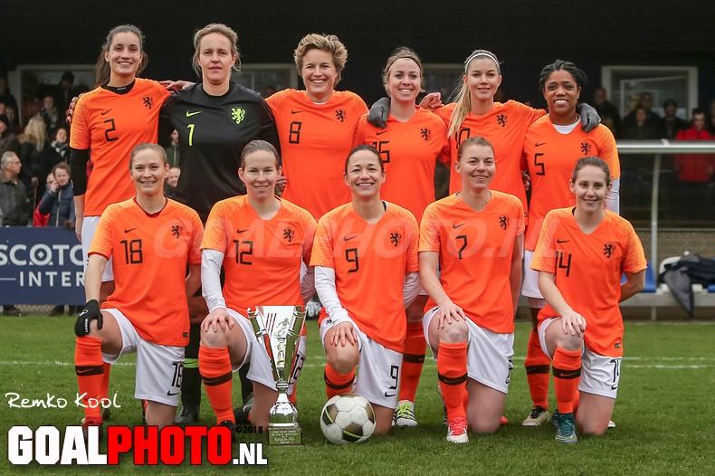 Ex-Oranjevrouwen winnen eerste Nieuwjaarswedstrijd