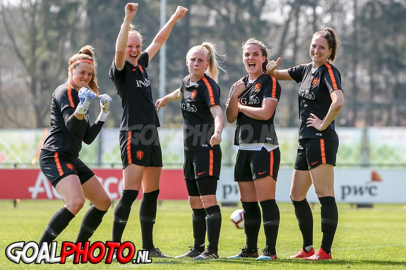 Training Oranjeleeuwinnen in Zeist