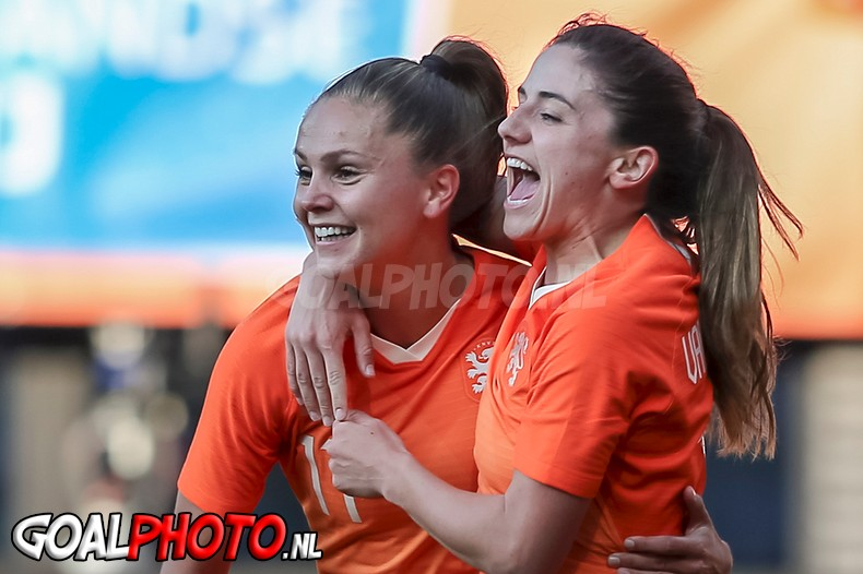 Oranjevrouwen vernederen Chili in oefenduel ter voorbereiding op WK