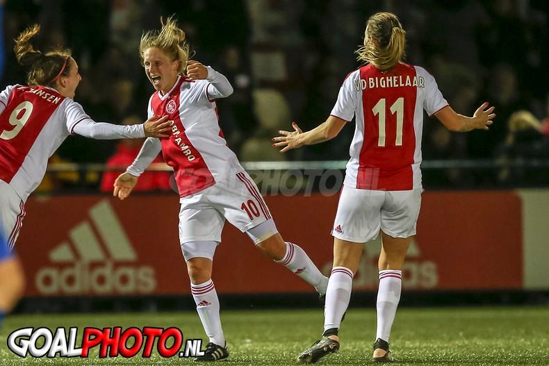 Ajax Vrouwen na zinderend duel naar bekerfinale
