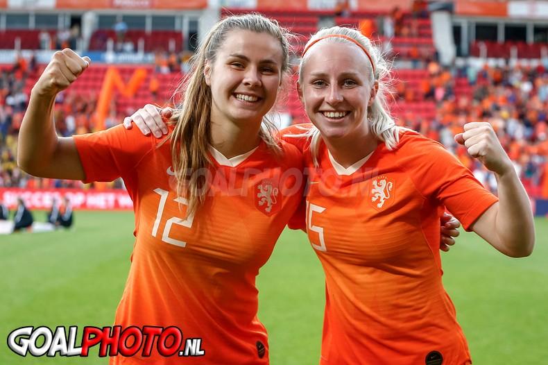 Overtuigende zege vrouwen Oranje in uitzwaaiduel met Australië
