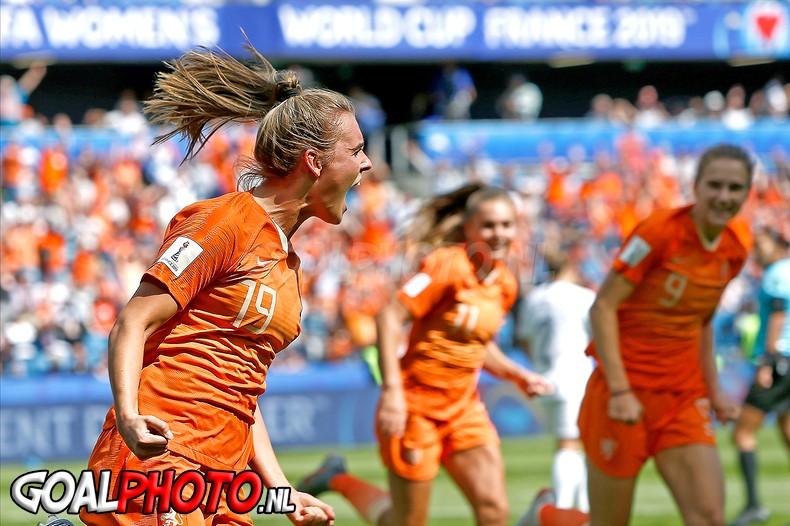 Oranjevrouwen beginnen WK met late zege op Nieuw-Zeeland