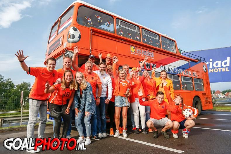 Oranjefans opweg naar Valenciennes